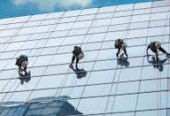 dịch vụ vệ sinh kính nhà cao tầng